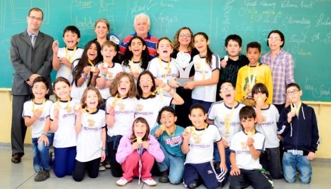 Professores e alunos comemoram a vitória no 2º bimestre do PPE